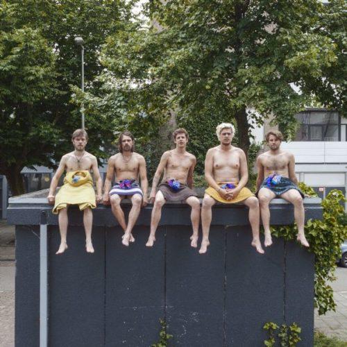 364-3892-Zoutmus - Kuikens van beton - VIERKANT - Copyright Hans Boddeke